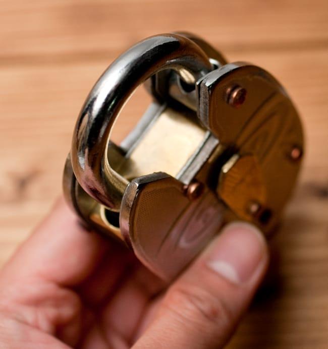 インドの南京錠 【Lサイズ】 6 - ツル部分の直径は約9mmと、結構太めです。