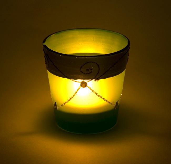 キラキラキャンドルグラス【高さ:7.5cm*横:7.5cm】-ブルーの写真6 - 同じデザインの商品に火を灯してみました。雰囲気が素敵ですね!