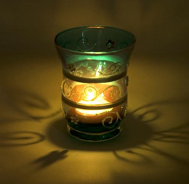 キラキラキャンドルグラス【高さ:9cm*横:7.5cm】-オレンジの写真6 - 同じデザインの商品に火を灯してみました。雰囲気が素敵ですね!