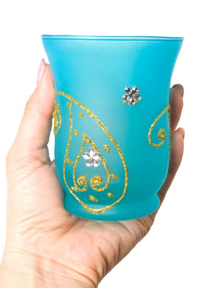 キラキラキャンドルグラス【高さ:9.5cm*横:7.5cm】-ブルーの写真5 - 手にとって見るとこのくらいの大きさです。