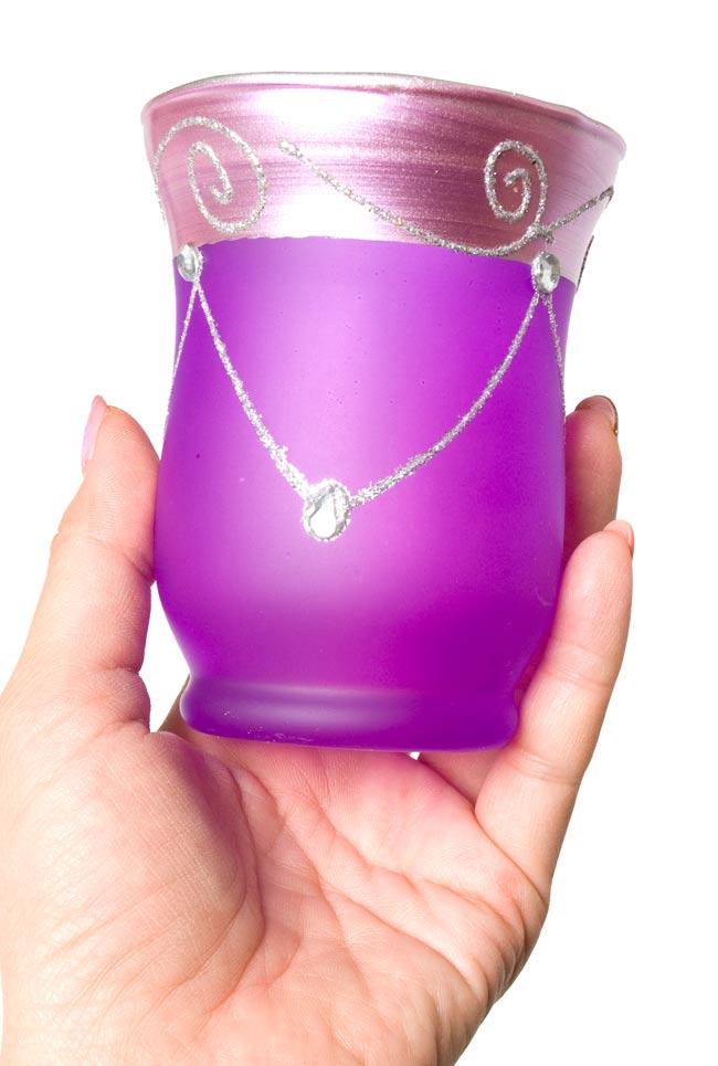 キラキラキャンドルグラス【高さ:9.5cm*横:7.5cm】-パープルの写真5 - 手にとって見るとこのくらいの大きさです。