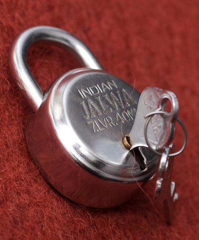インドの南京錠-INDIAN JALWA 【Mサイズ】 4 - 鍵を刺してみました