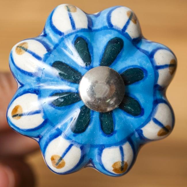ジャイプルポッタリーのコルク抜き 2 - 陶器部分を見てみました。鮮やかなカラーリングが可愛いです。