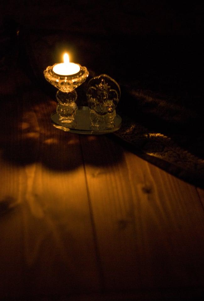 ガネーシャのグラスキャンドルスタンドの写真2 - キャンドルに火を灯してみました