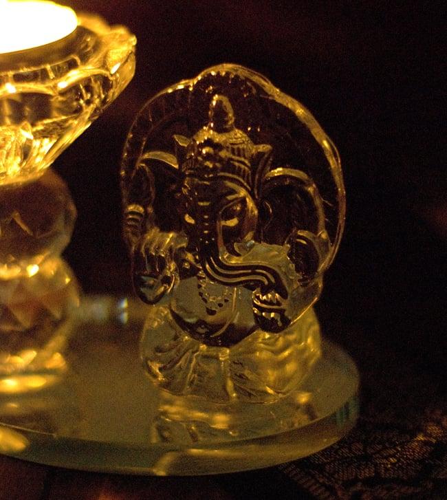 ガネーシャのグラスキャンドルスタンドの写真3 - ガネーシャ部分の拡大写真です。