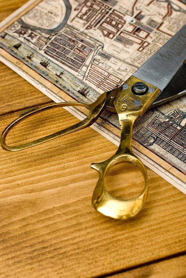 インドのレトロゴールド裁ちばさみ(MARUTI製) 5 - 手で持つ部分です、金色が美しいです