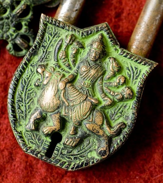 アンティック風南京錠- カーリー(緑) 2 - 正面から神様の部分を撮影しました。レトロな感じがよく出ています。