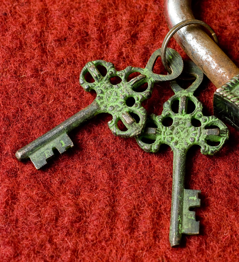 アンティック風南京錠- カーリー(緑) 4 - 鍵です、こちらもアンティーク風に作られています。