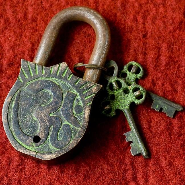 アンティック風南京錠- カーリー(緑) 5 - 裏面はこのようなモチーフになっています。