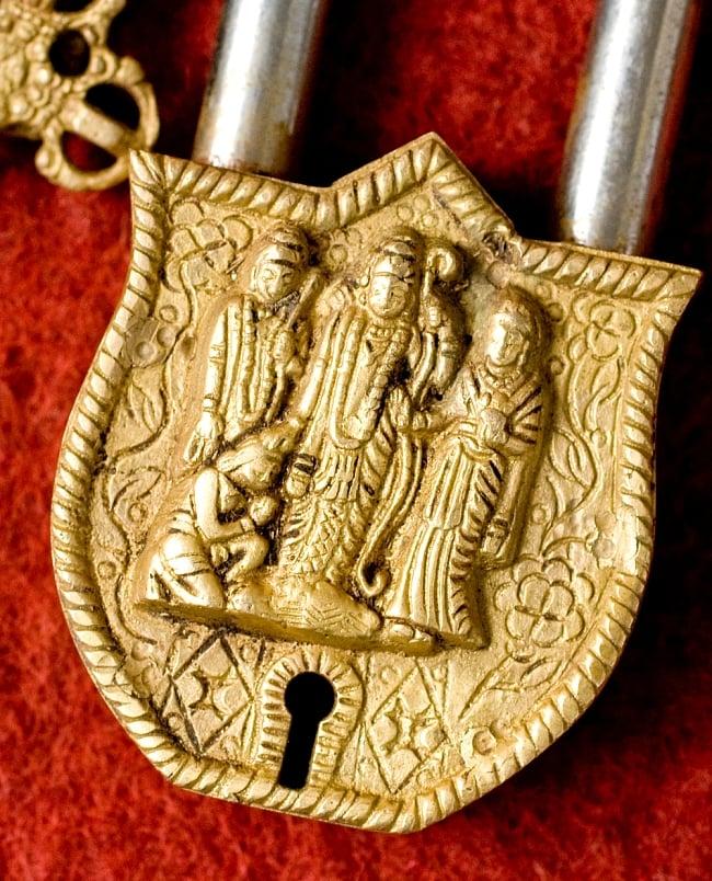 アンティック風南京錠- ラーマーヤナ 2 - 正面から神様の部分を撮影しました。レトロな感じがよく出ています。