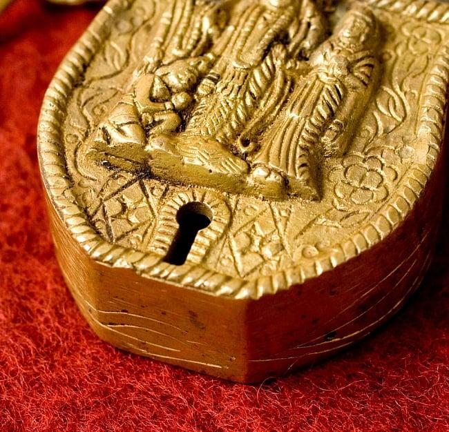 アンティック風南京錠- ラーマーヤナ 3 - 鍵穴部分です、まさに「錠」というような感じです。ここがすごく可愛いです。