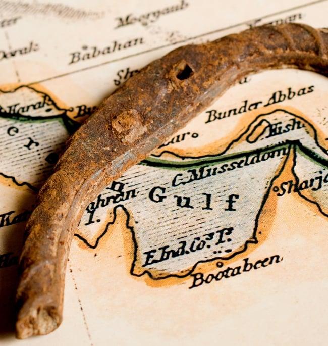 幸運のアイテム インドの錆びた蹄鉄(ホースシュー) 3 - 一部を拡大してみました。