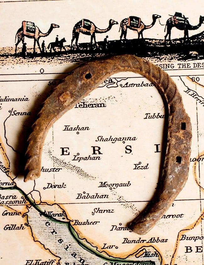 幸運のアイテム インドの錆びた蹄鉄(ホースシュー)の写真