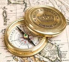 【直径約5.5cm】大英帝国時代のゴールドアンティークコンパス[蓋付き] - KELVIN & HUGHESの商品写真