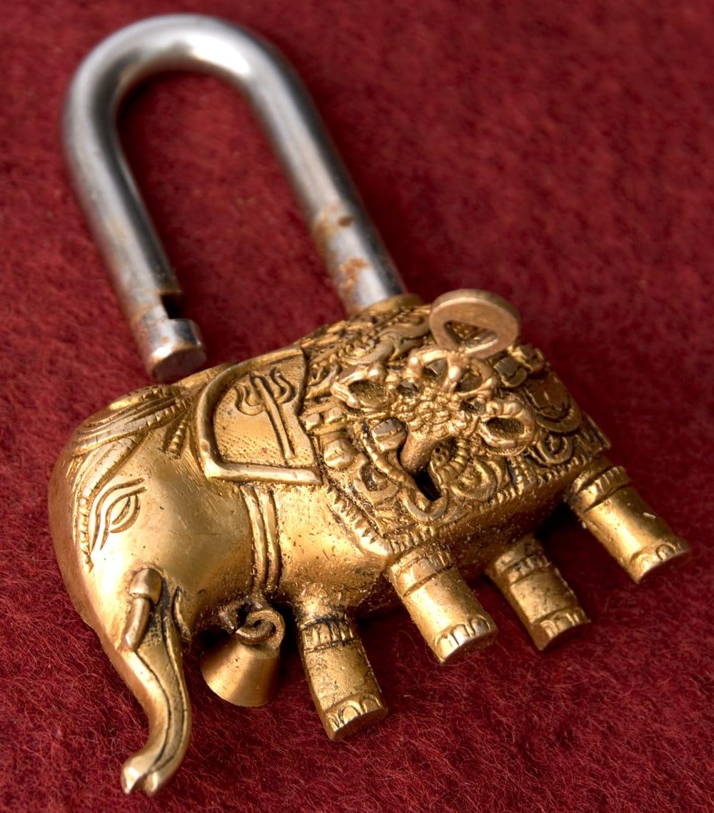 アンティック風南京錠- ぞうさん 7 - 鍵を差し込んで、あけてみました