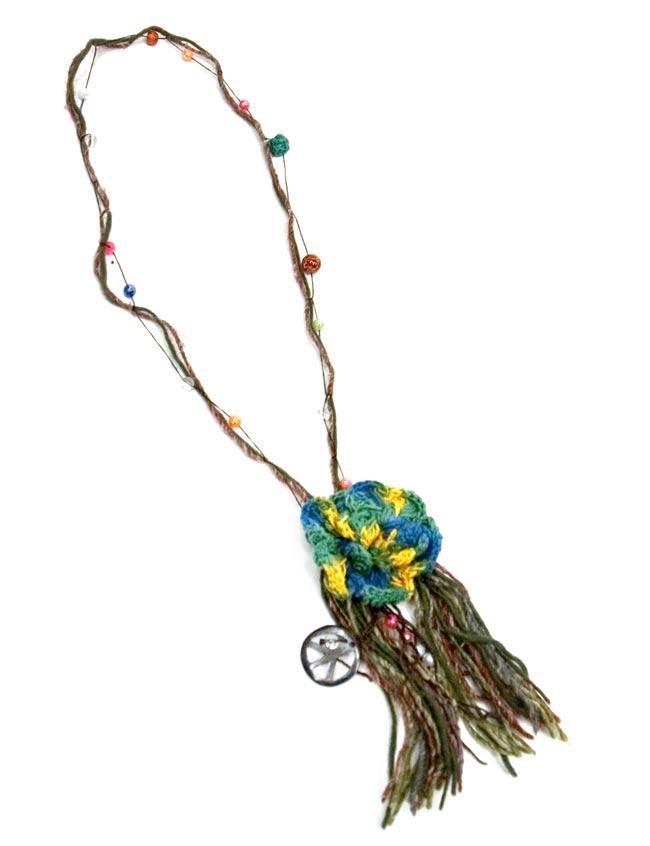 お花モチーフのナチュラルネックレスの写真