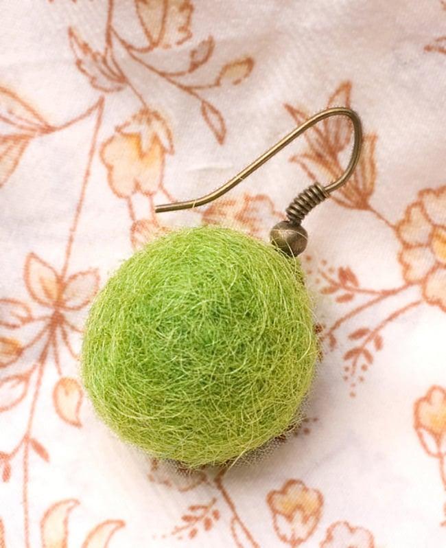 〔内周35cm〕★犬の首輪・猫首輪★手作りフェルト!ワンにゃんネックレス  6 - 長い間お使いいただけるよう、スペアの弾性糸も、ちゃんと2重にして通せる長さで付属するのでご安心ください。