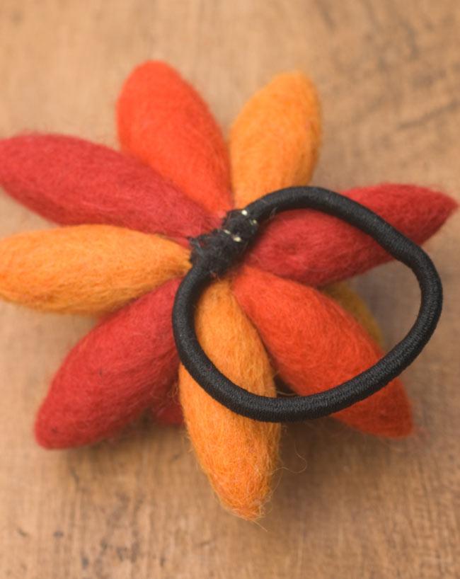 モコモコフェルトのお花のヘアゴム 【オレンジ系】 2 - 裏面です