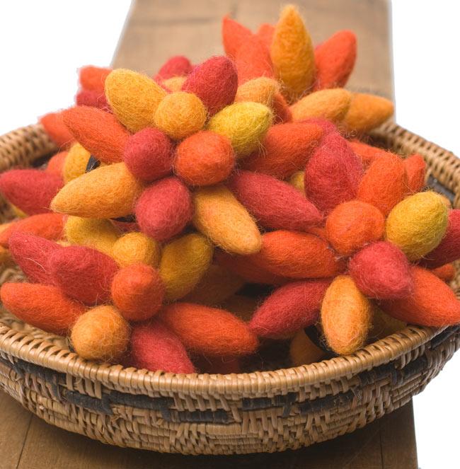 モコモコフェルトのお花のヘアゴム 【オレンジ系】 4 - ひとつひとつ若干お色味が異なる場合もございます。