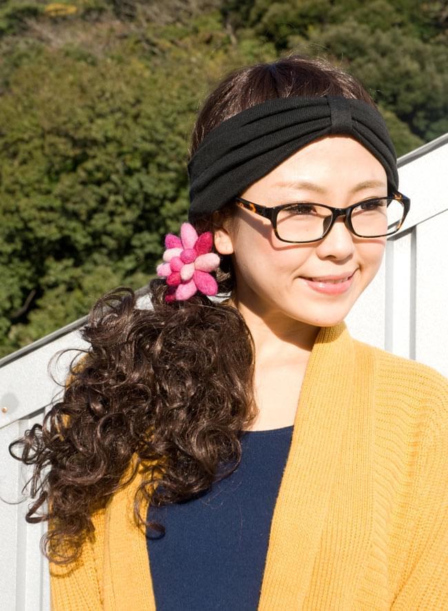 モコモコフェルトのお花のヘアゴム 【オレンジ系】 6 - ひとつにまとめてみました。いい感じの存在感です。