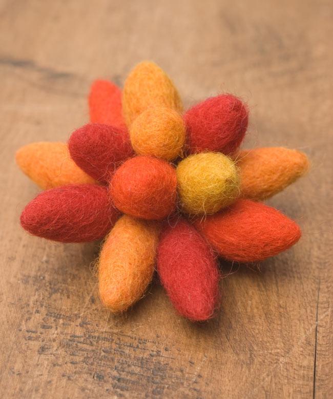 モコモコフェルトのお花のヘアゴム 【オレンジ系】の写真