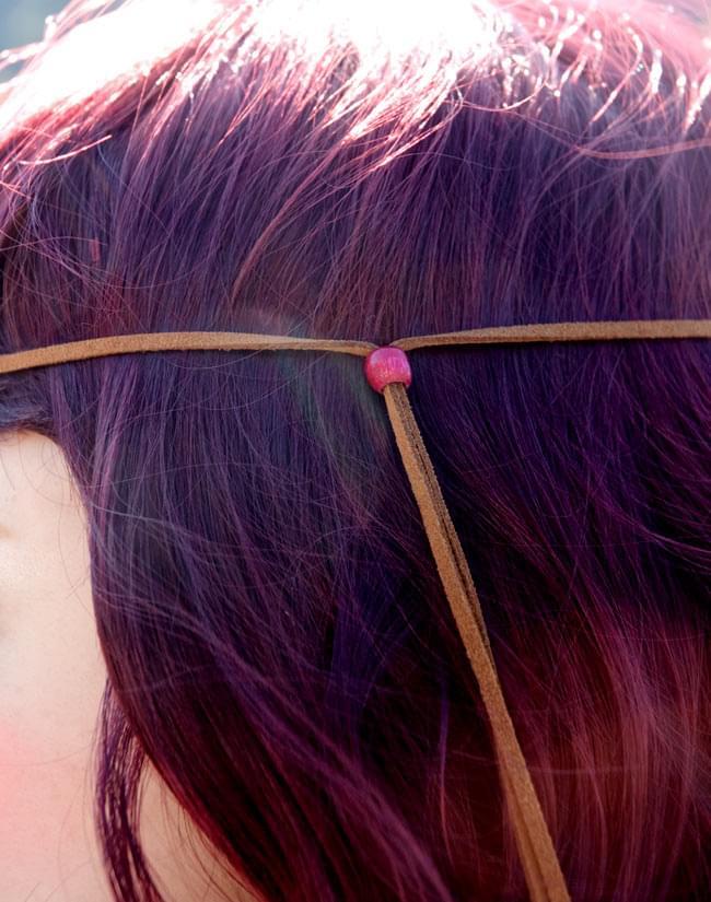 何通りも楽しめる!ヒッピーバンド 【フェルト・ピンク系】の写真10 - こんな風に頭に固定します。