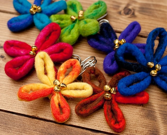 フェルトの大きなお花ブローチ キルトピン - 水色×青系 5 - お好きなお色をお選びください!