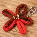 フェルトの大きなお花ブローチ キルトピン - 赤系