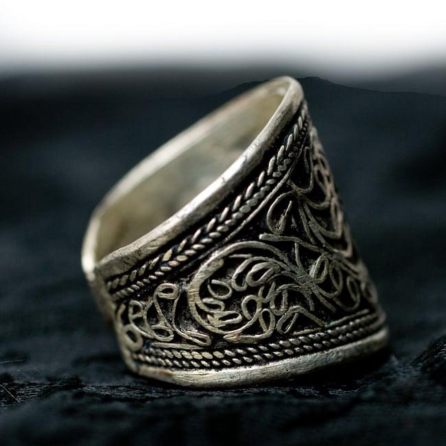 唐草模様のチベタンリング 2 - 指輪側面にもペイズリー柄がございます