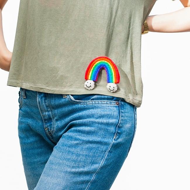 虹と雲のスマイルブローチ 6 - 服につければハッピーに!