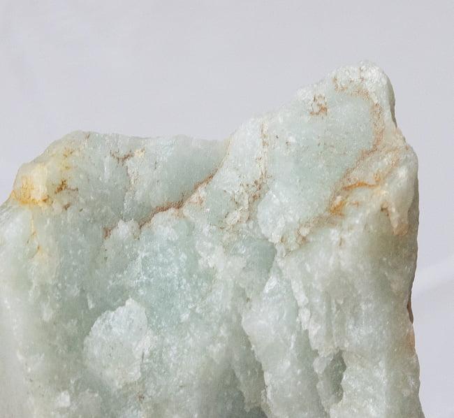 ネフライトの原石[228g] 5 - 背景色を変えてアップにしてみました