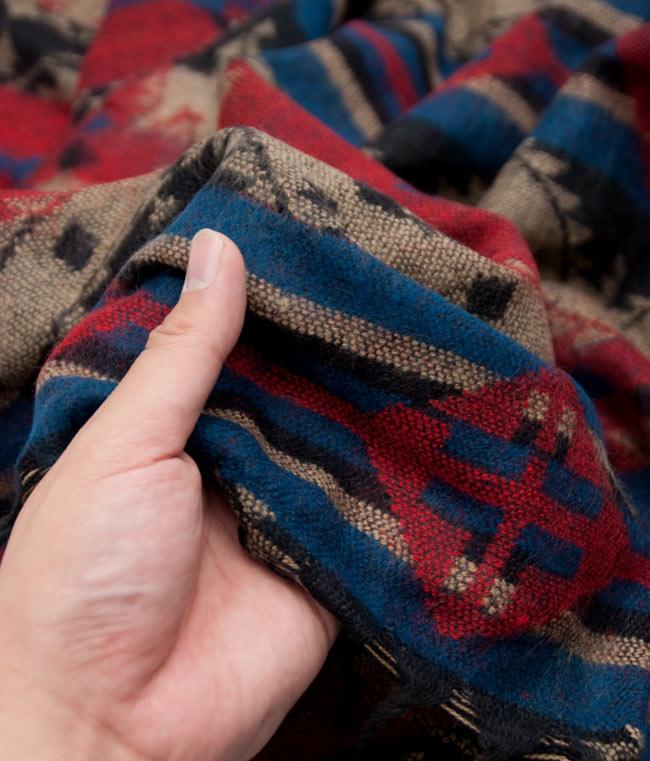 【大判】伝統ダッカ織りデザインのストール 6 - とても肌触りがよく、あまりチクチクもしないので、チクチクマフラーが苦手な方にもオススメです。