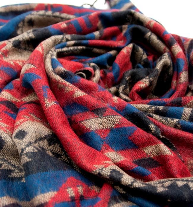 【大判】伝統ダッカ織りデザインのストール 7 - 柄が混ざり合った時も、色々な表情を見せてくれます。
