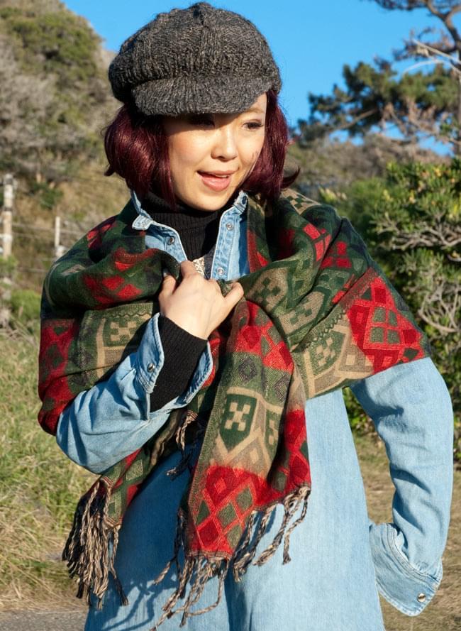 【大判】伝統ダッカ織りデザインのストール 9 - 大判サイズなので、ショールとして、ブランケットetc..1枚持っていると便利な一品です。