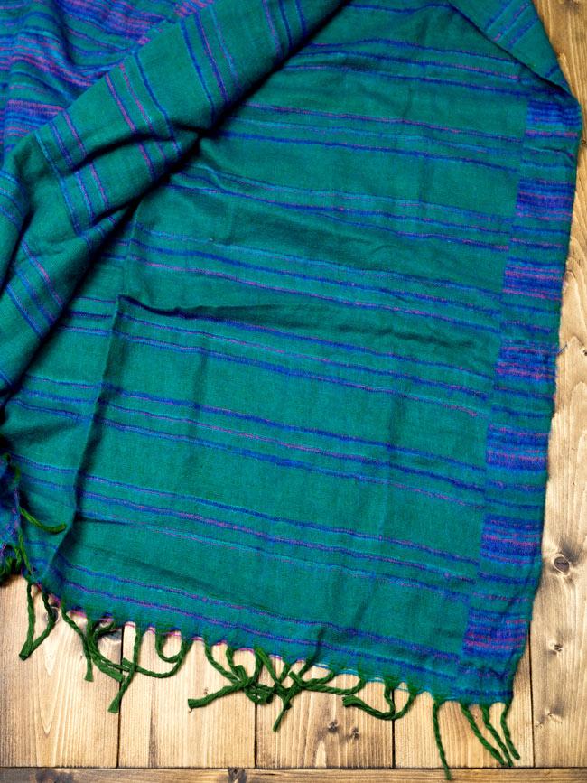 〔210cm×100cm〕インドのふわふわボーダー柄大判ショール - 緑系の写真5 - 裏面はこのようになっております