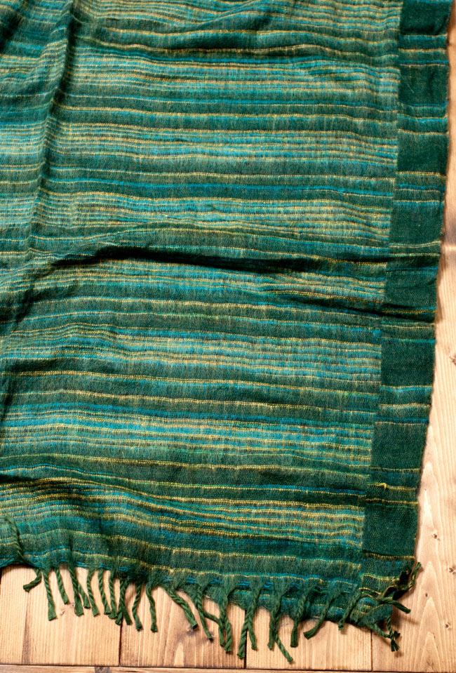 〔210cm×100cm〕インドのふわふわボーダー柄大判ショール - 濃緑系 4 - 飽きの来ないボーダー柄です。男性から女性まで幅広くオススメです。