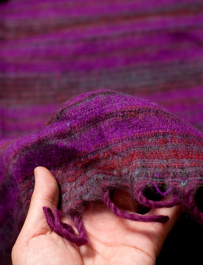〔210cm×100cm〕インドのふわふわボーダー柄大判ショール - 紫×茶色系 6 - 手触りもよく暖かいです