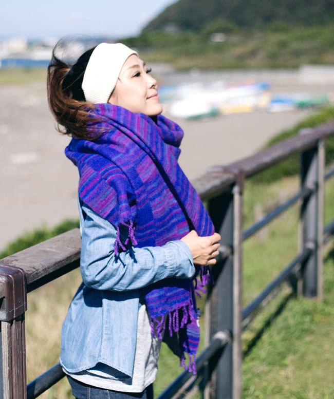 〔210cm×100cm〕インドのふわふわボーダー柄大判ショール - 紫×茶色系 9 - 柄や色合いも素敵で首に巻いても暖かく使いやすいです