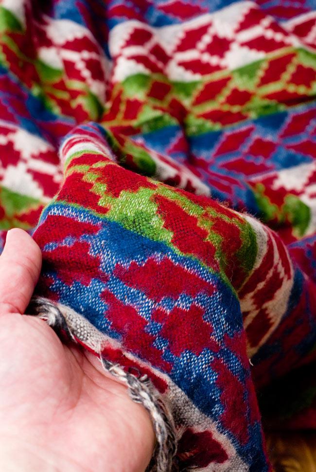 伝統ダッカ織りデザインのストール 6 - とても肌触りがよく、チクチクもしないので、チクチクマフラーが苦手な方にもオススメです。