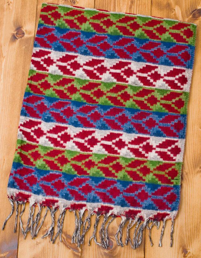 伝統ダッカ織りデザインのストールの写真