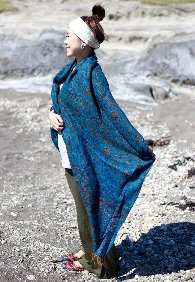 〔210cm×95cm〕インドの伝統柄大判ストール・ショール - 青緑系 9 - サイズはとても大きいので、暖かく身体を包んでくれます。(以下の写真は同ジャンル品のものになります。)