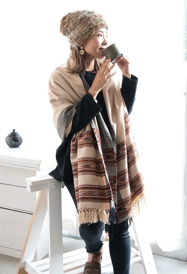 〔224cm×96cm〕ヒマラヤ山麓のクル地方伝統の大判ショール - ブラック 6 - 肌寒い季節に1枚あると便利なショールです。