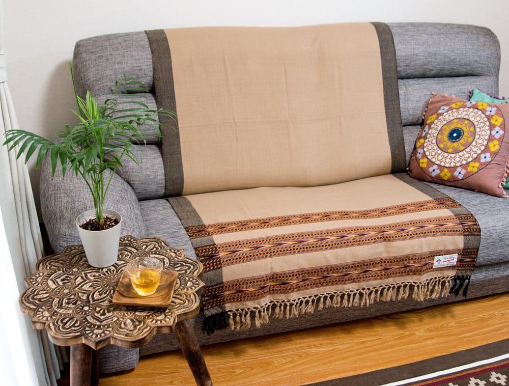 〔224cm×96cm〕ヒマラヤ山麓のクル地方伝統の大判ショール - ブラック 7 - ソファに敷いても素敵です。