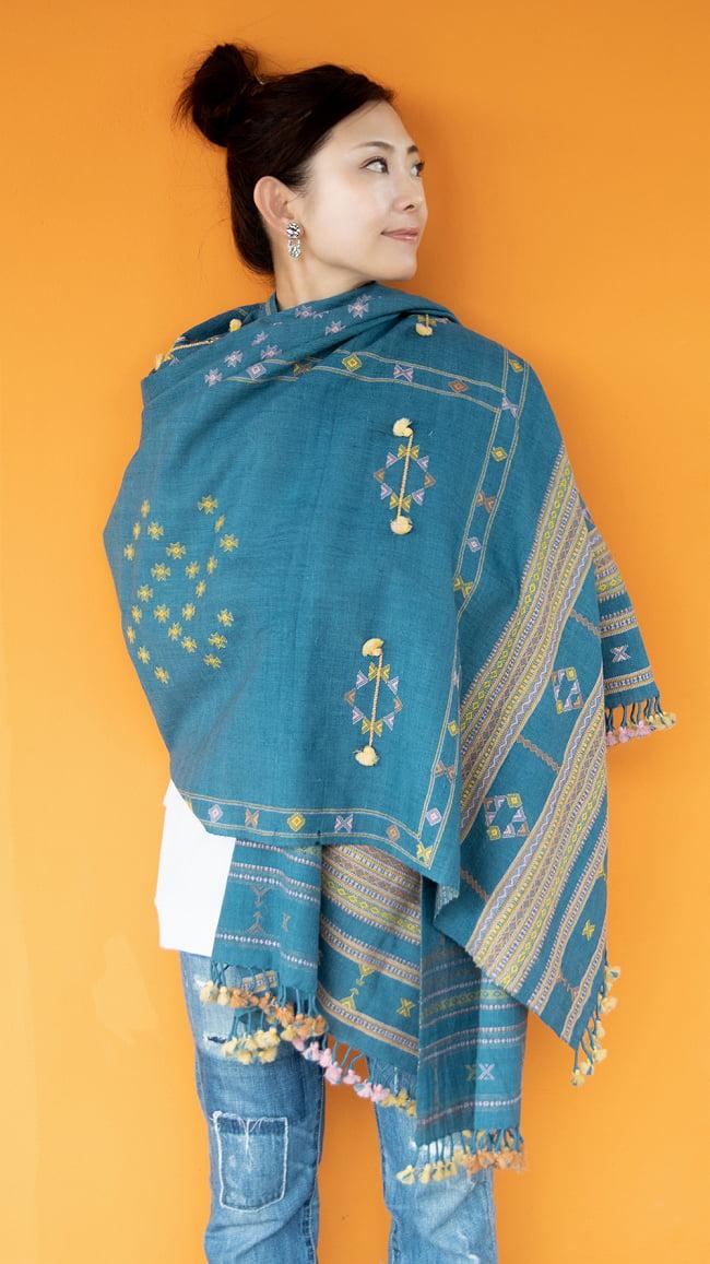 【1点もの】ブジョーディ村の手織りショール 10 - カジュアルな服装に羽織るだけで、コーディネートの主役に。
