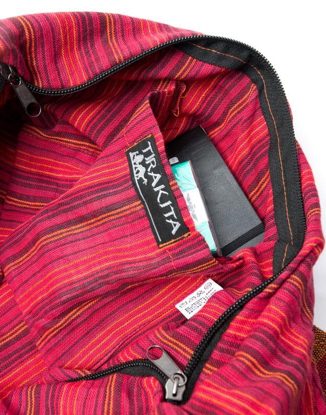 ワイドショルダーバック 茶 9 - バッグの内側にはサイドポケットも設けられているので、便利です。