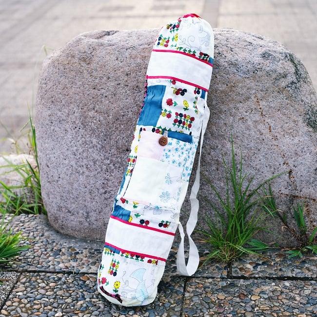 パッチワークのコットン ヨガマットバッグ【ストラップ 白】の写真