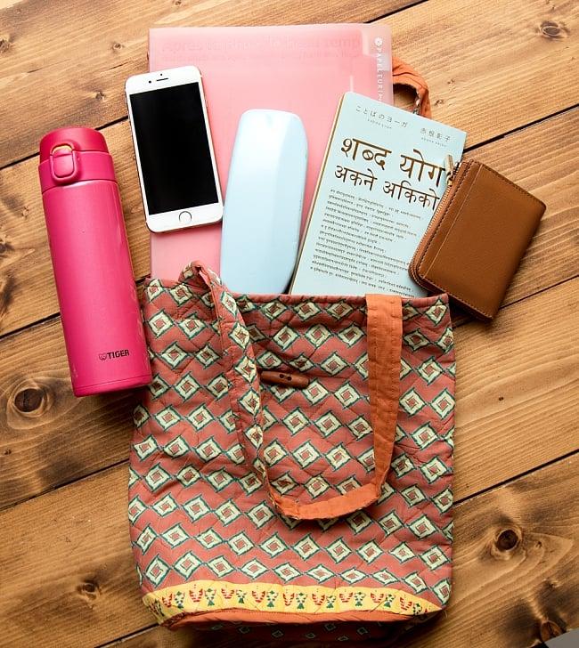 インド綿のトートバッグ 【ピンク・小柄】 10 - 意外と沢山入ってちょっとしたお出かけにぴったりです^^