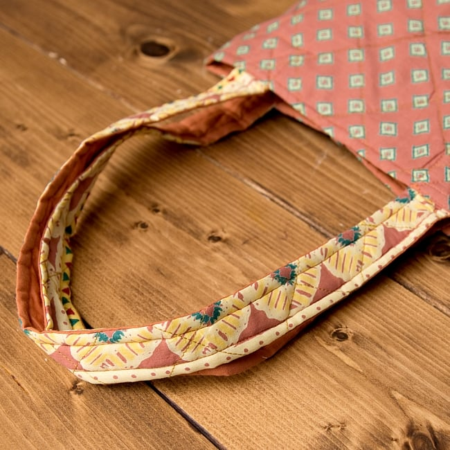 インド綿のトートバッグ 【ピンク・小柄】 8 - 持ち手部分もキルティング素材で可愛いです^^