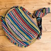 インドとアジアのバッグのセール品:[日替わりセール品]【収納たっぷり!】エスノ刺繍のショルダーバッグ - カラフル系