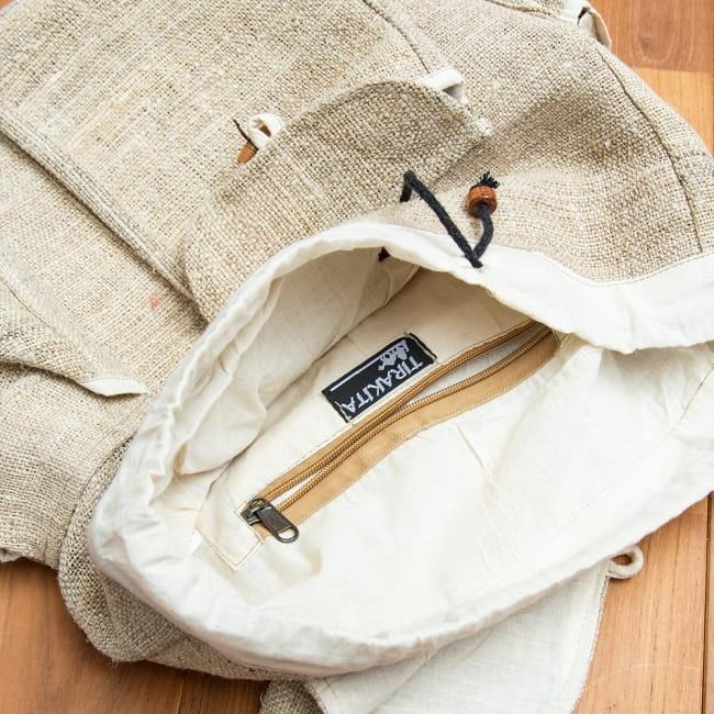 ヘンプ素材の大きなバックパック - ナチュラル 9 - 内側にも小さなジップ式のポケットがあります。
